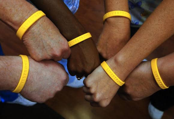 example6-livestrong-bracelet